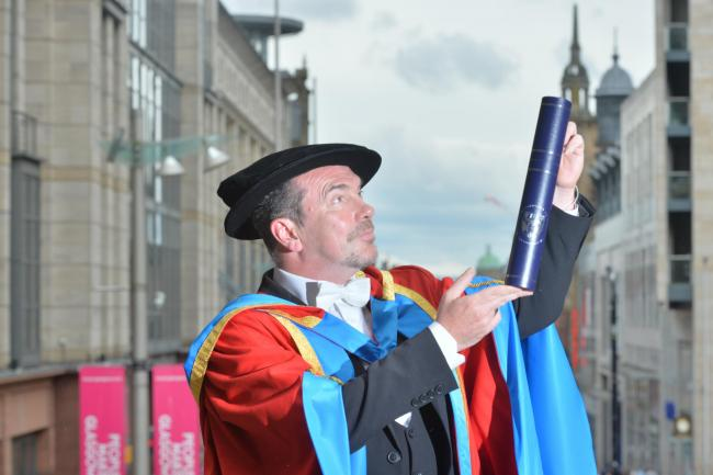 Still Game favourite Gavin Mitchell given honorary degree from Glasgow uni