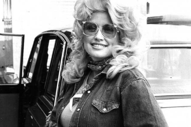 Dolly arriving at Glasgow Airport in 1977.
