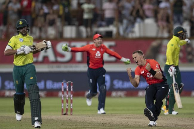 Tom Curran celebrates England's thrilling victory