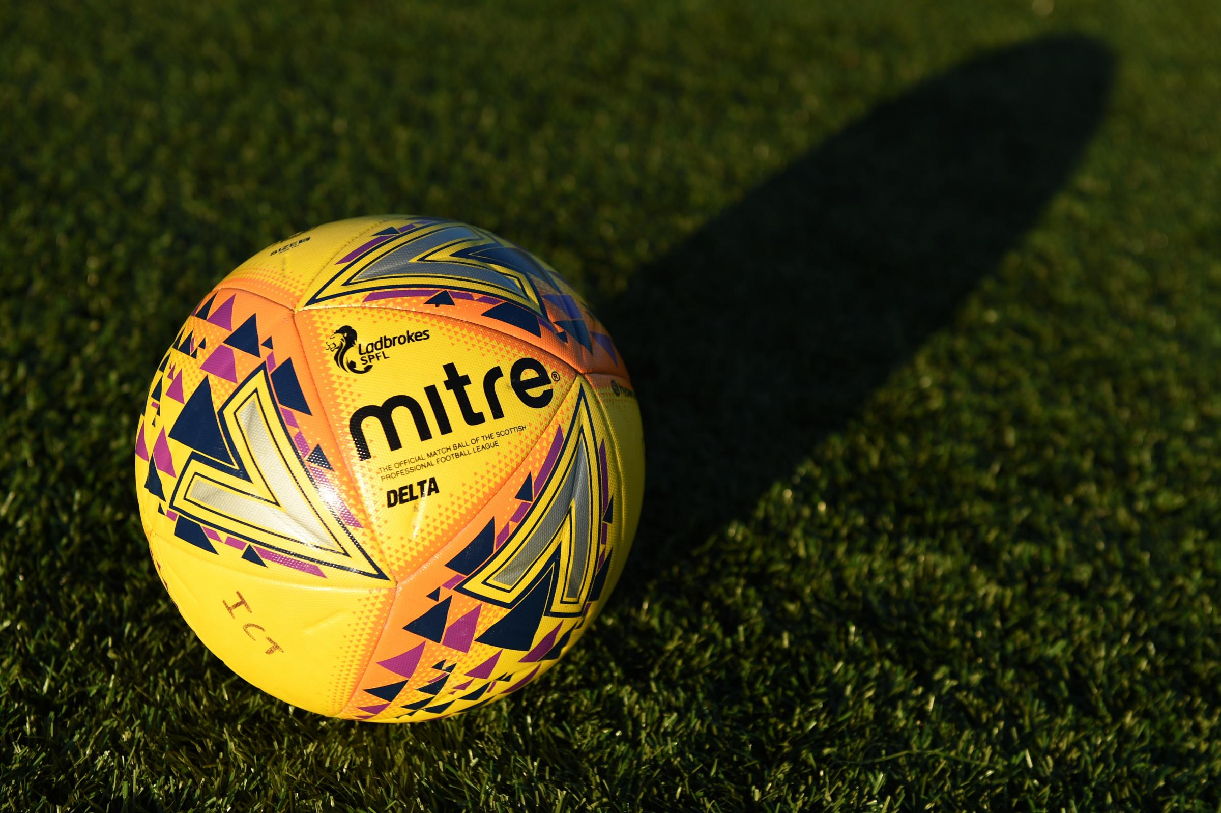 League One clubs vote in favour of 27-game season