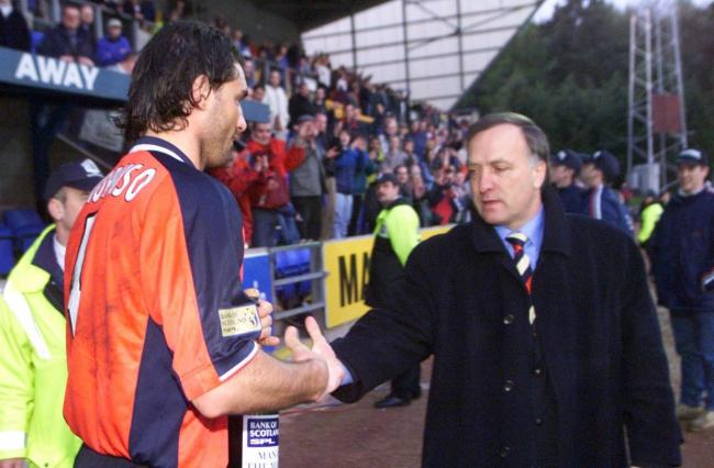Lorenzo Amoruso shakes hands with Dick Advocaat