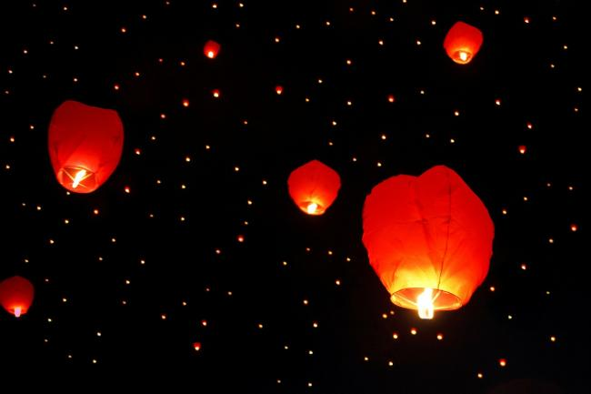 SKY LANTERNS: An urgent safety warning has been issued to the public. Firefighters say sky lanterns should not be set off at 8pm. Picture: Pixabay