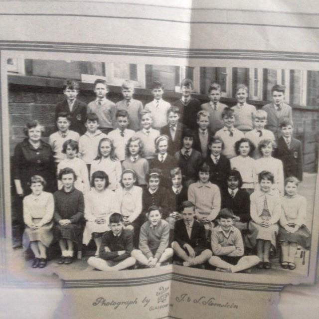 Class pic from Holmlea Primary - Andrew is in the back row, third right.