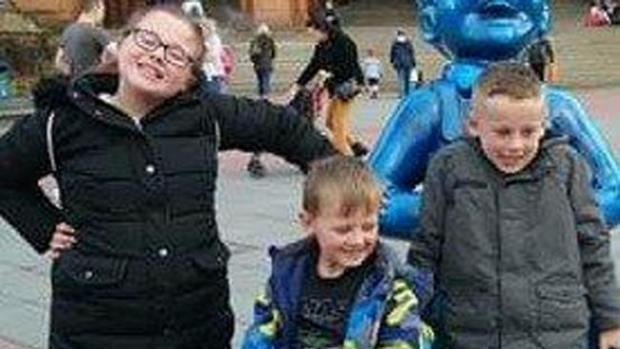 Glasgow Times: Fiona Gibson and her brothers Alexander James and Philip