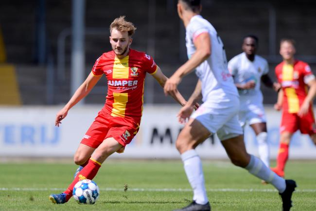 Former Aberdeen winger Frank Ross in action for Go Ahead Eagles