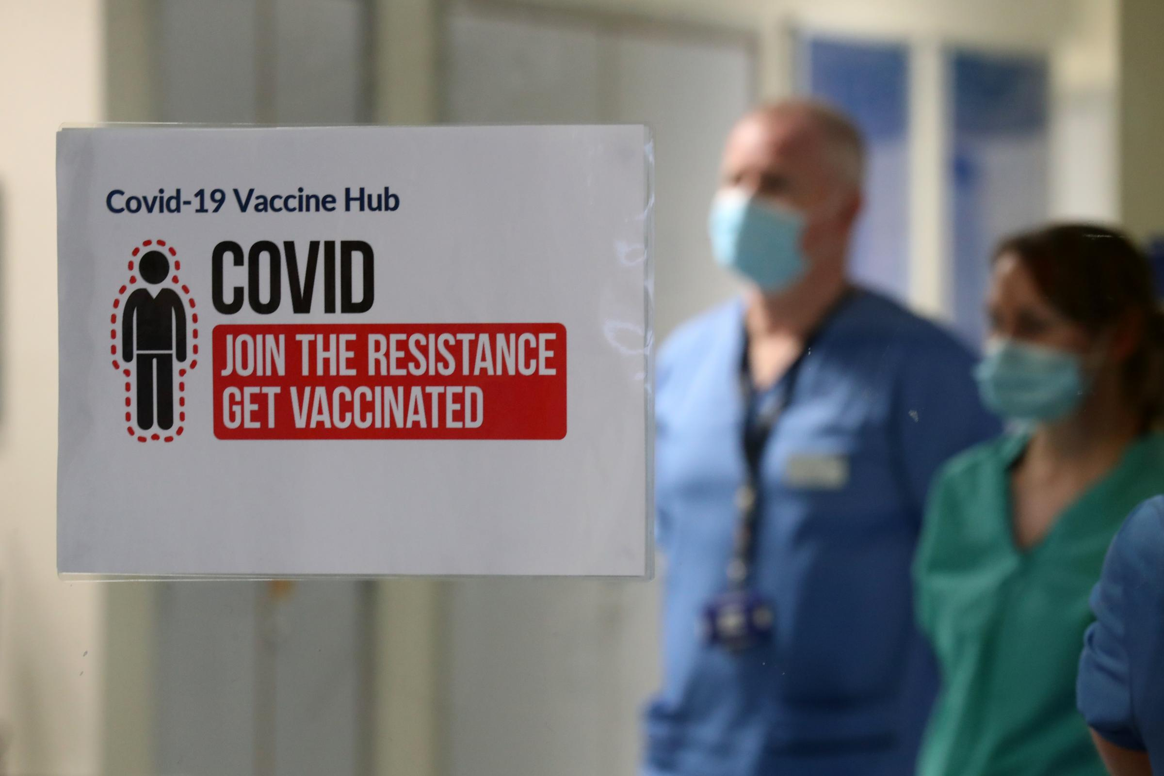 Covid Scotland: Online vaccine tool launched as over-40s urged to get second jab early