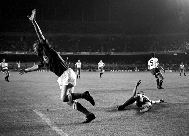 Glasgow Times: 24/05/72 EUROPEAN CUP WINNERS' CUP FINAL.RANGERS v MOSCOW DYNAMO (3-2).NOU CAMP - BARCELONA.Colin Stein celebrates after scoring against Moscow Dynamo..