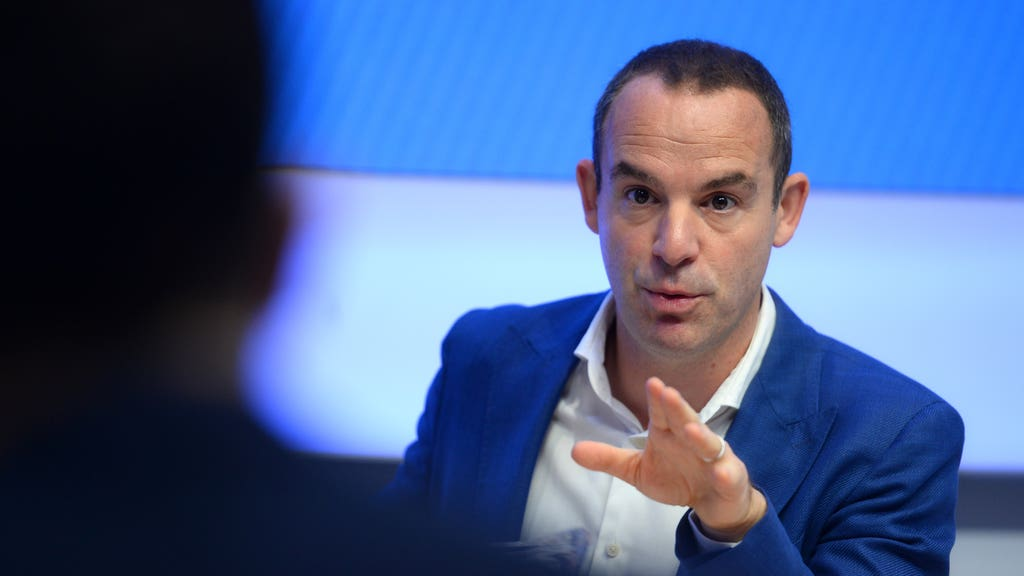 Martin Lewis shares warning over switching bank accounts after man makes £4,000