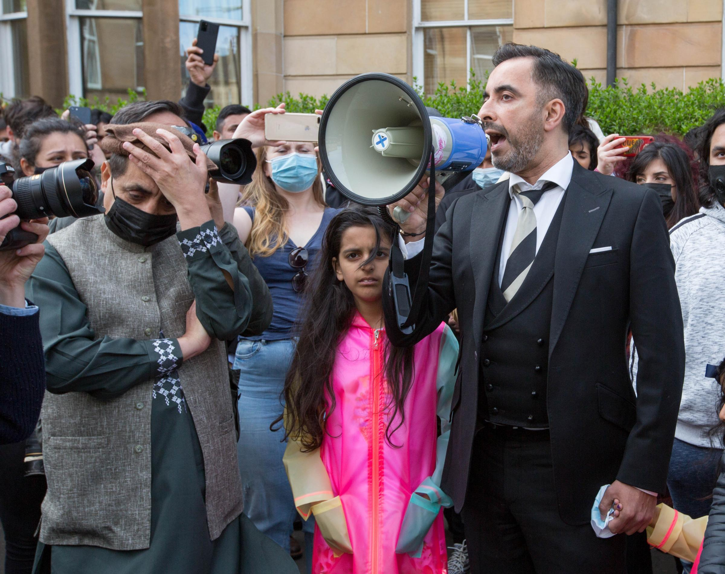 'So happy my fate brought me to Glasgow': Men threatened with deportation thank Pollokshields