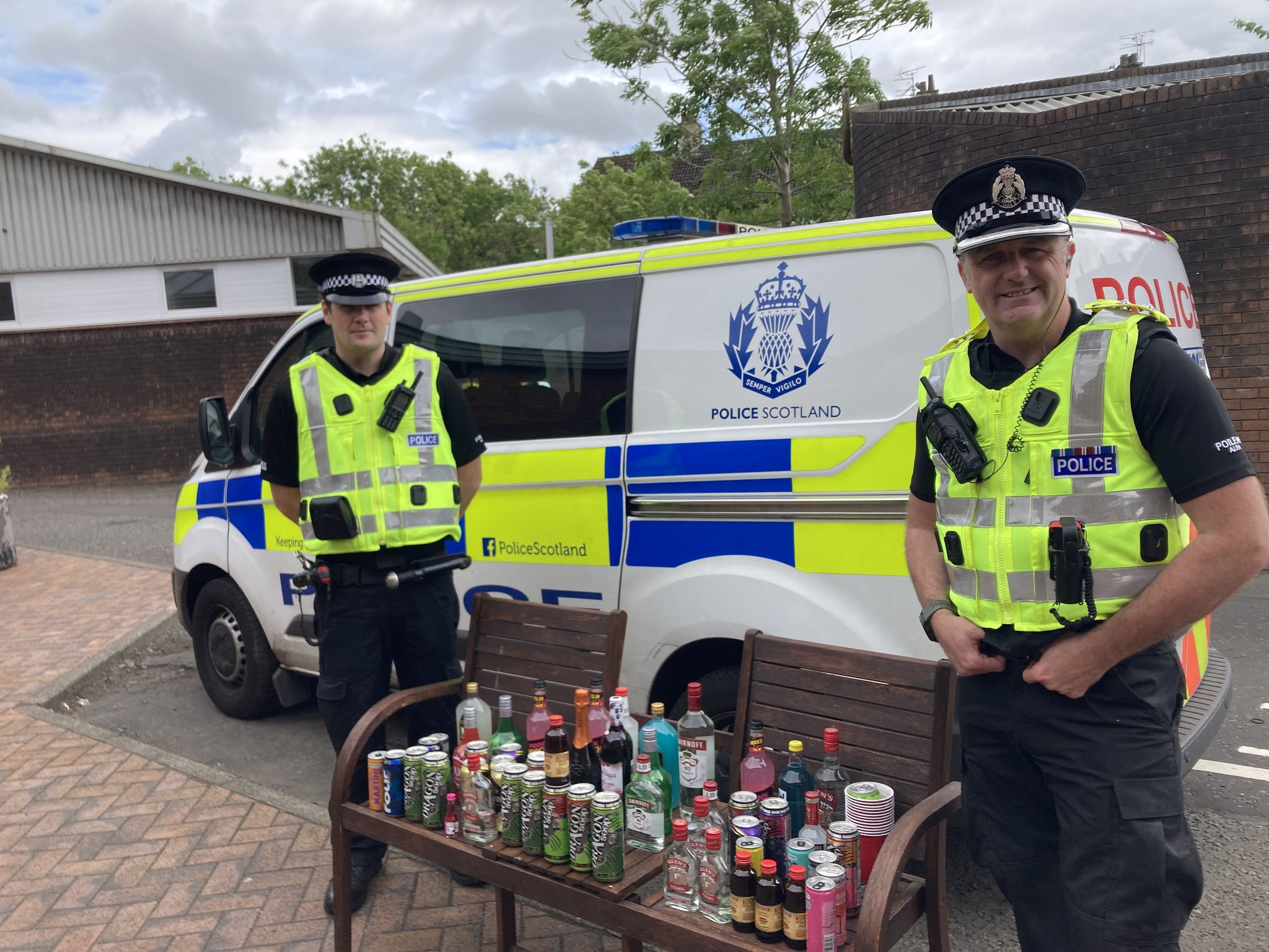 Cops seized haul of booze from around 200 underage drinkers in Glasgow's Pollok Park