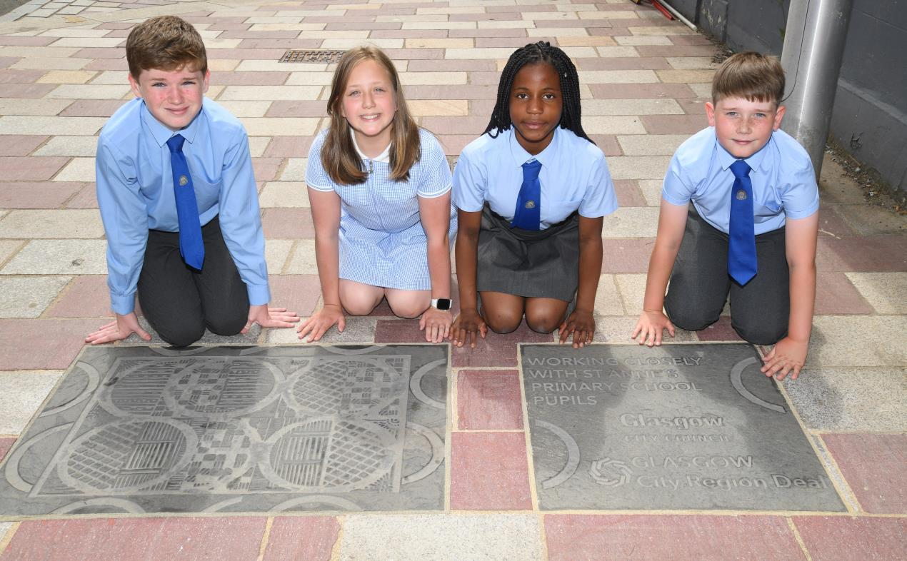 The Barras: School pupils create commemorative plaque as part of project