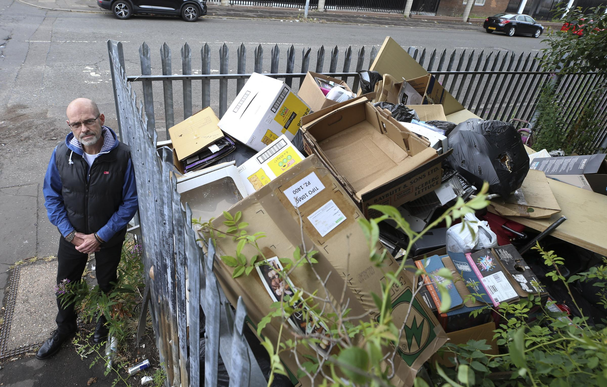 Glasgow flytipping eyesore left for weeks but council can't clear it