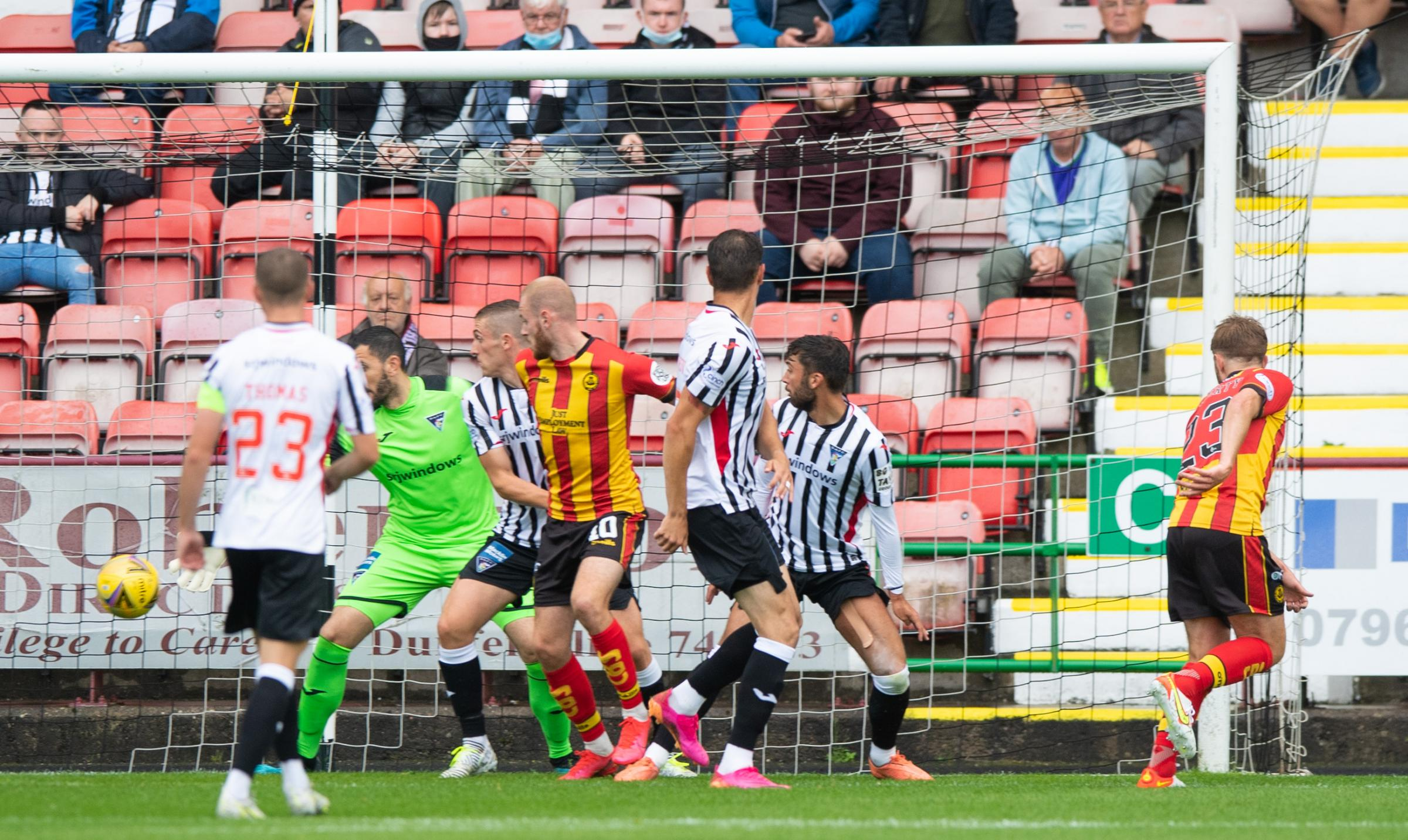 Dunfermline 0-3 Partick Thistle: Jags make most of below-par hosts to move top of the table