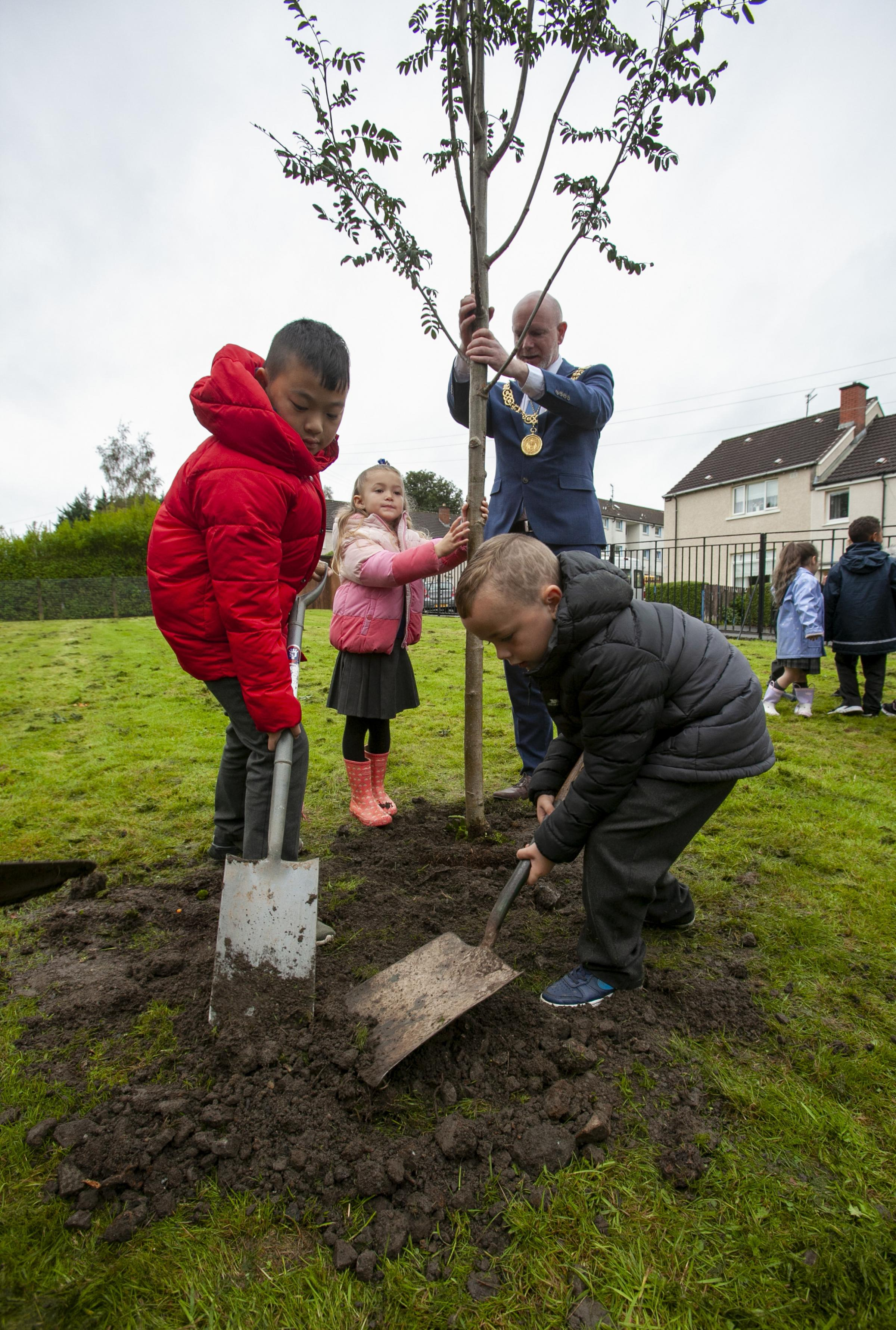 Glasgow Lord Provost Philip Brett poses as Lord Lieutenant, representing the Queen, planting trees at Cadre Primary School.  Pictured with members of the Schools Eco Committee, left Jason Lam, Orlog Gallagher, Jr.