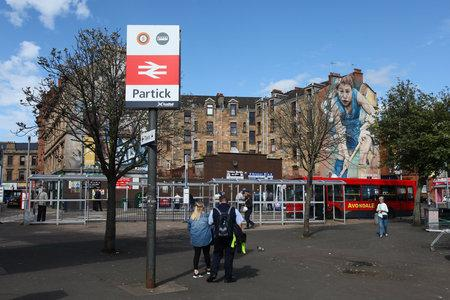 Four people attacked with glass bottle at Partick station