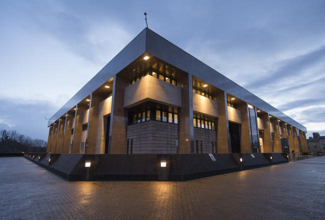 Maryhill man avoids jail after smashing car window and stealing items