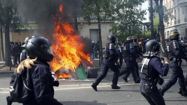 Anarchists and yellow vest protesters clash with French police on May Day